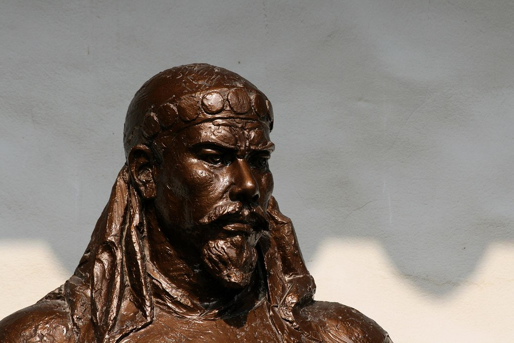 hong xiuquan Hong xiuquan thought he was the younger brother of jesus christ, sent to earth to destroy confucianism and the ruling qing dynasty.