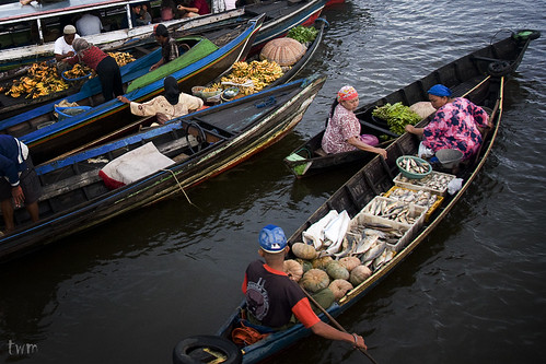 Early Trading at Floating Market | by JasonDGreat