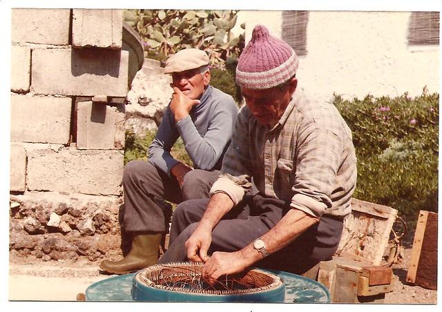 Vecchi pescatori linosani una vecchia foto di linosa con for Vecchi piani colonica con foto