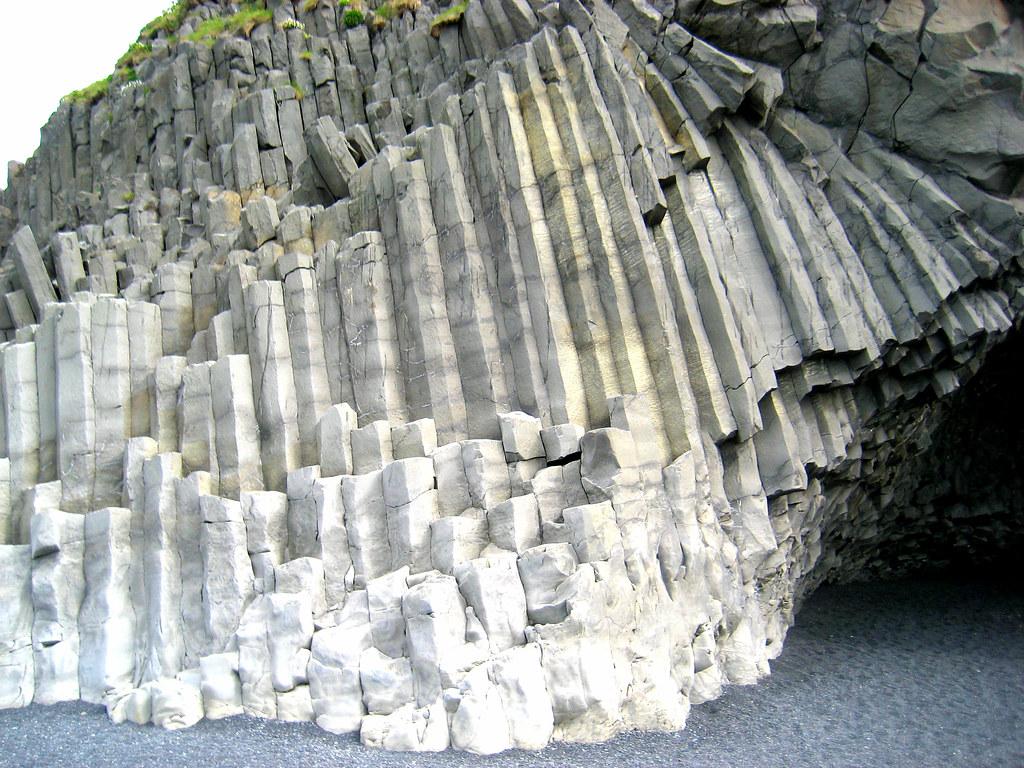 Basalt Columns Iceland : Iceland basalt columns cave at beach