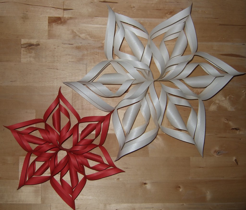 Paper snowflake   Link to Instructions   Elizabeth Gomm ...