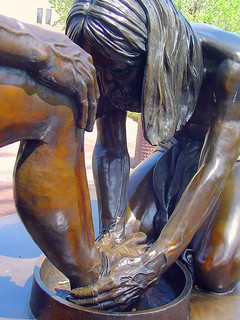 Jesus Washing Feet: Statue at Dallas Theological Seminary | by Resclassic2