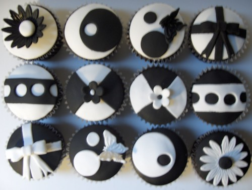 Black And White Quot Model Quot Cupcakes Black And White Fondant
