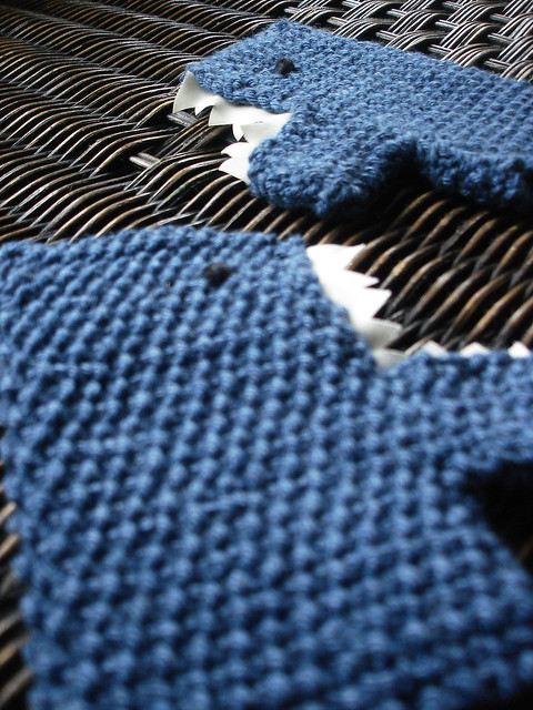 shark mitts Pattern: Morehouse Shark Mittens, though I did? Flickr - Phot...