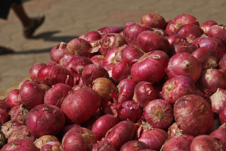 Onions at  vegetable stand | by World Bank Photo Collection