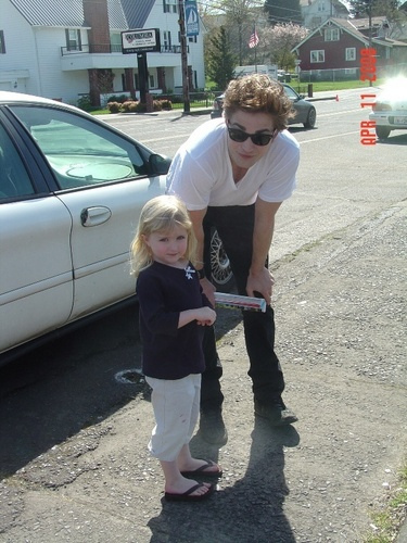 Rob Pattinson Amp A Sweet Little Girl Sarah Flickr