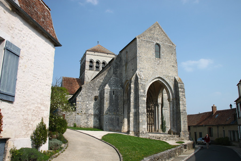 Eglise de saint loup de naud eglise partiellement for Eglise romane exterieur