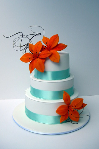 wedding cake with tiger lilies tiger wedding cake flickr photo 26974