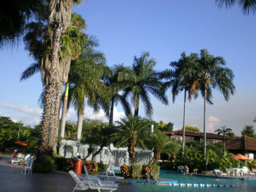 Palmira colombia una vista de una piscina en palmira for Cerramiento para piscinas colombia