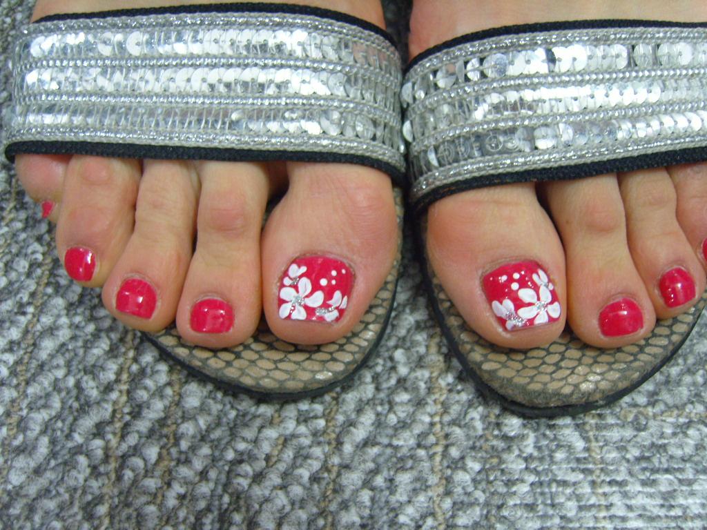 Фото рисунка на ногтях на ногах