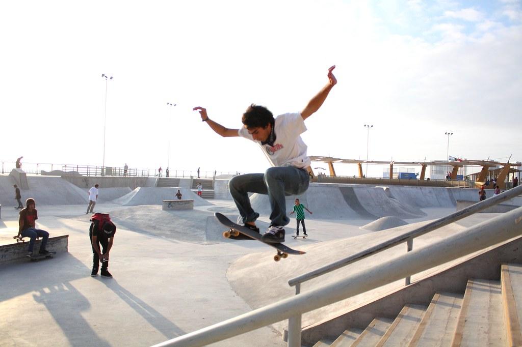 600x409 skater girl meets skater boy by on