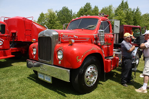 B 61 Mack Thermodyne : Mack b thermodyne diesel tractor flickr photo