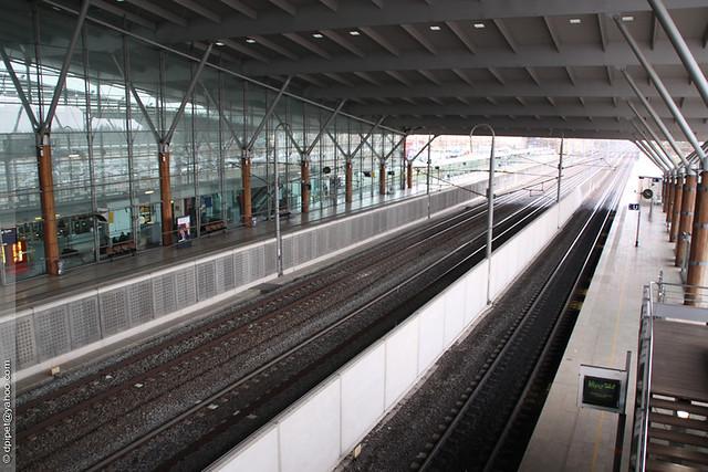 La gare tgv d 39 aix en provence les voies et les quais de for Gare routiere salon de provence