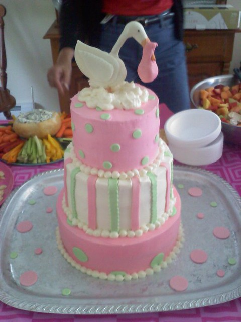 The stork baby shower cake two tiers of strawberries 39 n for Baby shower stork decoration