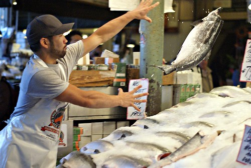 Throwing fish pike place market in seattle for Seattle fishing jobs