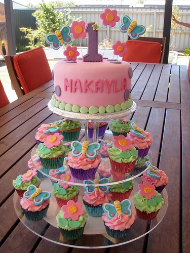 First Birthday Cake Ideas For A Baby Girl : Mossy s Masterpiece - makayla s 1st birthday hugs n ...