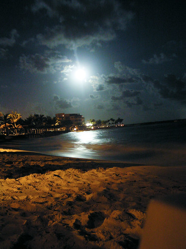 Mexico nighttime beach | by Andrew Gibson.