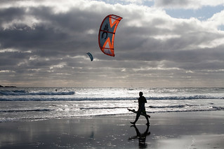 Kite surfers on Back Beach | by Wei