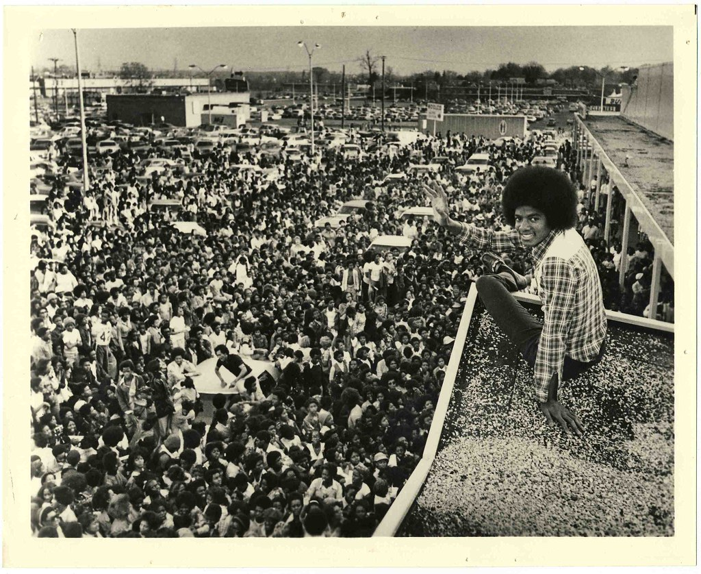 Michael Jackson On The Roof Of A Woolco Store In Memphis
