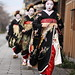 walking / people / japanese / street / girls : maiko (geisha apprentices), kyoto japan / canon EF 85mm f1.8