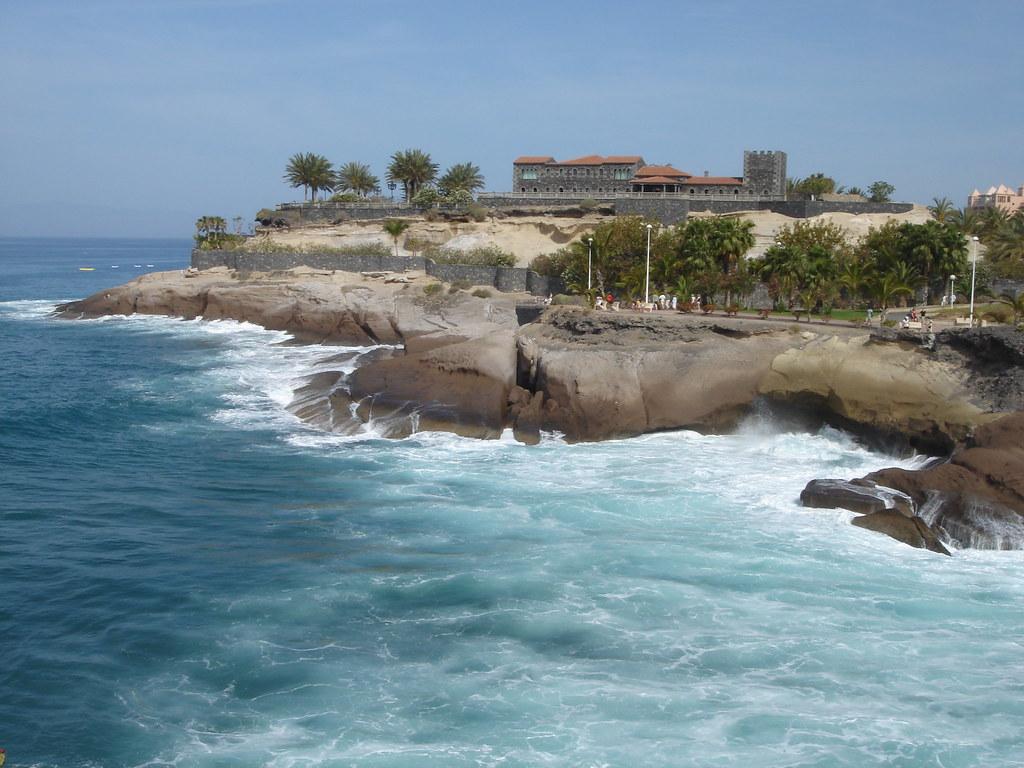 Playa del Duque, Costa Adeje  Puente de mayo, 2008  raquel  Flickr