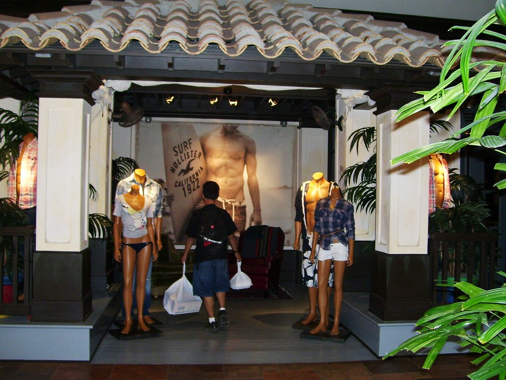 Hollister store - Pearl Ridge Shopping Center ...