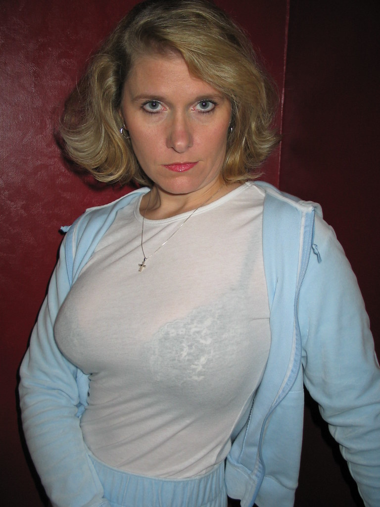 Attractive mature english lady with perfect tits
