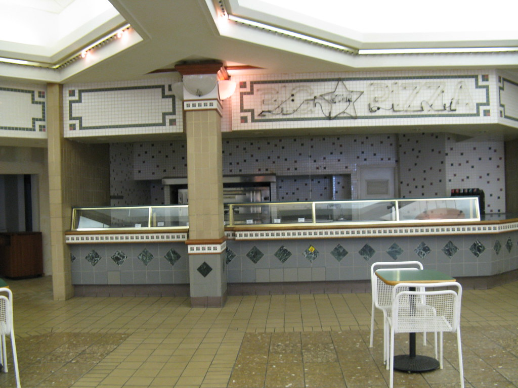 Rolling Acres Mall Former Big Star Pizza At Picnic Place