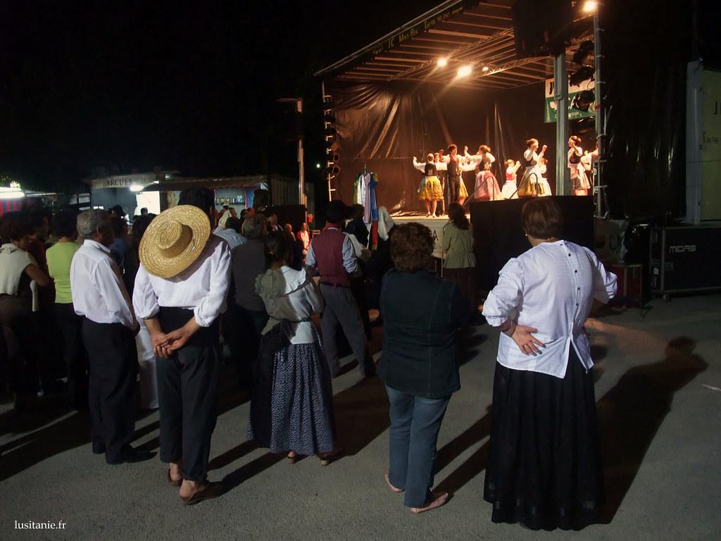 Ici, un autre rancho observe ce que font leurs confrères sur scène. Une façon d'échanger un savoir faire.