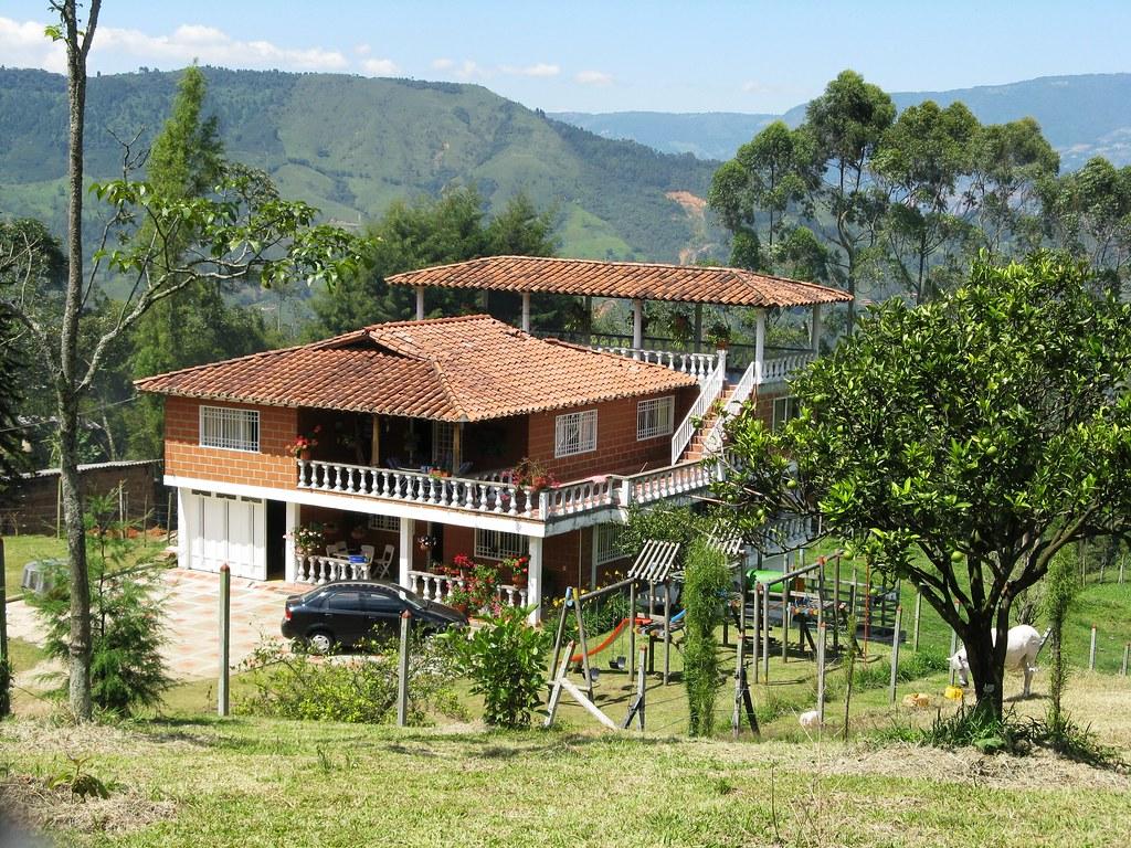 Casa campestre de san antonio de prado medell n antioqui for Casa de estilo campestre