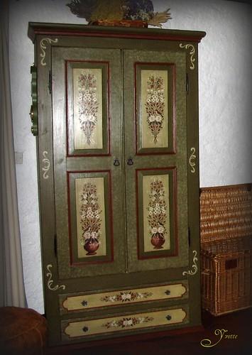 Armoire peinture rustique ou paysanne  by rockpainting ☼ yvette