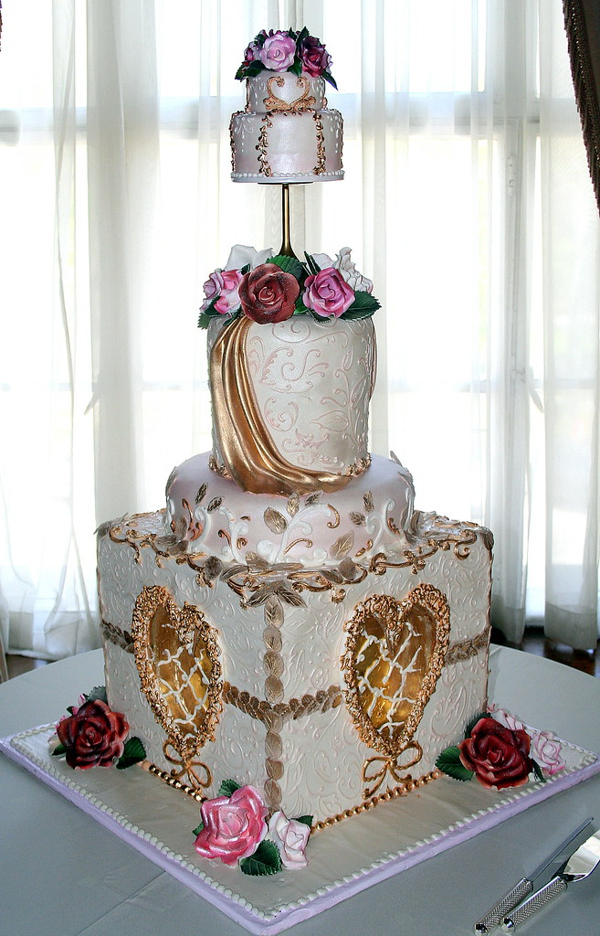 Wedding Cake Design Pro : Victorian Sensibility Tiered wedding cake decorated with ...