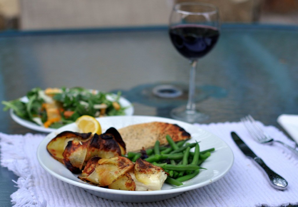 Potato-Wrapped Halibut with Green Beans and Pita Bread ...