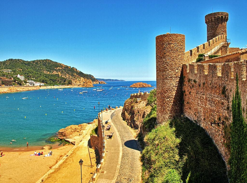 The Beach Amp Castle Walls Tossa De Mar The Ancient