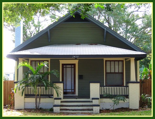 ... just wouldn't be Florida without bungalows. | Flickr - Photo Sharing