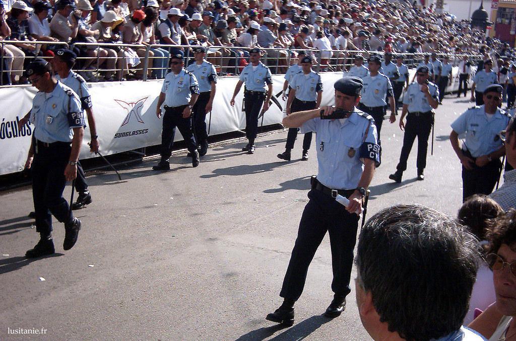 La police fait partie également du Cortège