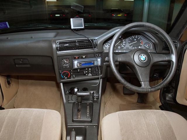 BMW 318i E30 1990 Interior