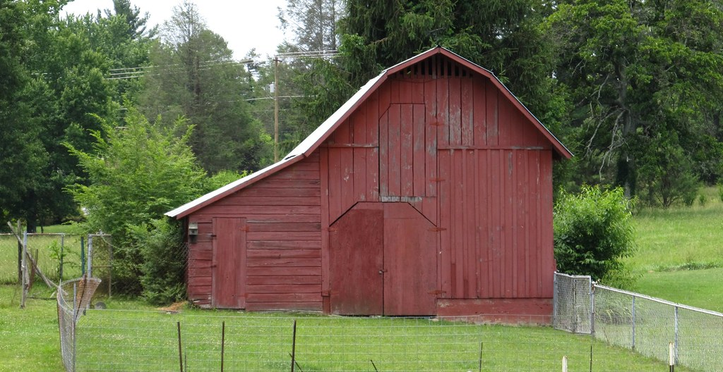 barn in flat rock  north carolina