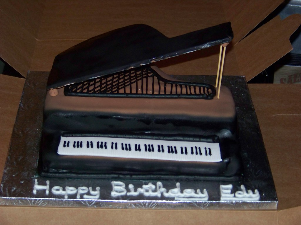 Baby grand piano birthday cake ii a 12 inch square cake for Dimensions of baby grand piano