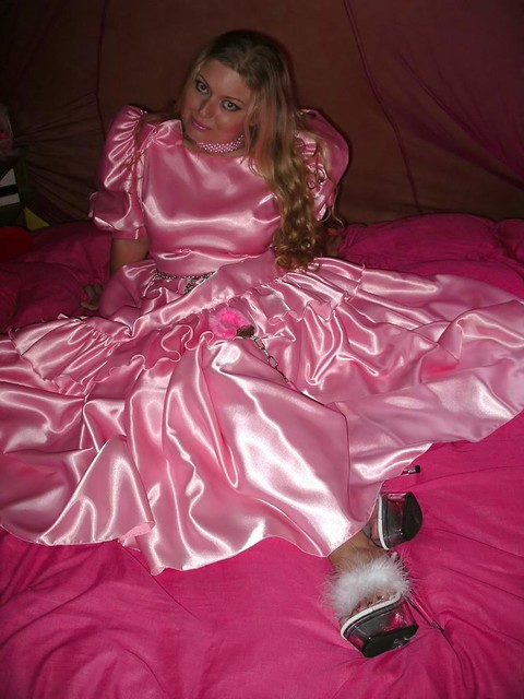 laila in pink an early upload this weekend showing