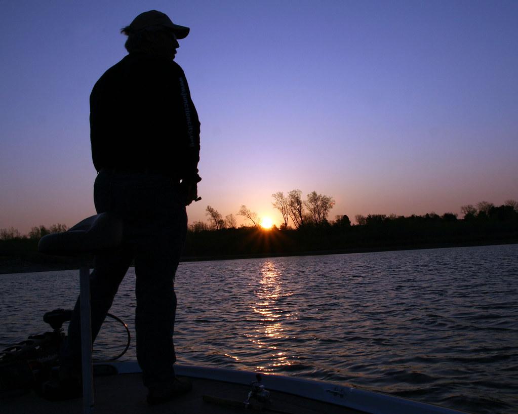 Milford lake fishing early mornin 39 on milford lake sun for Milford lake fishing report