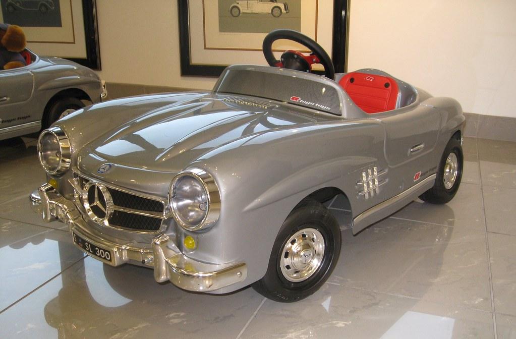 Mercedes benz pedal car mercedes benz classic car center for Mercedes benz classic car center