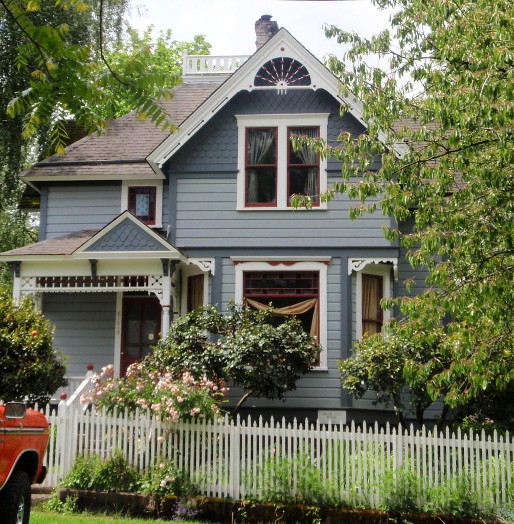 Blue queen anne victorian house aurora oregon eli for House aurora