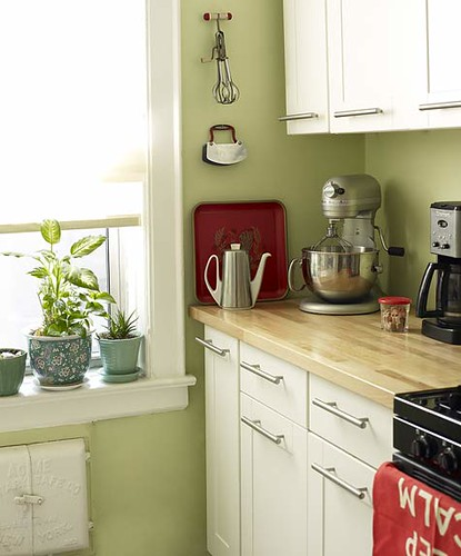 Green kitchen white cabinets red accents 39 sweet carol for Green and white kitchen designs