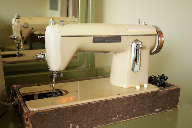 Montgomery Ward Signature Sewing Machine URR 40 Found Thi Flickr New Signature Sewing Machine