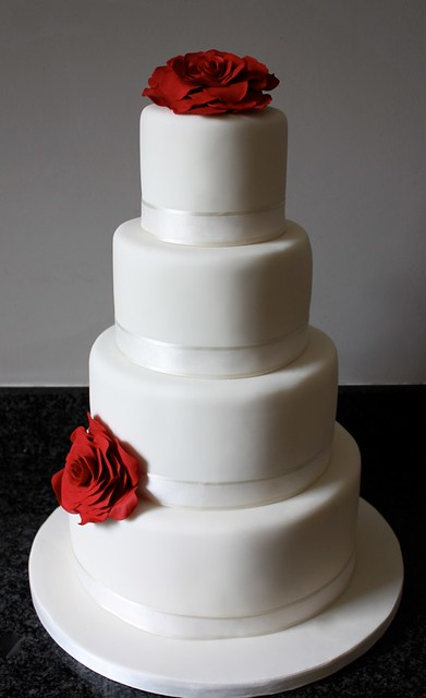 wedding cake red roses wedding cake www cakebysugar simple ivory 23665