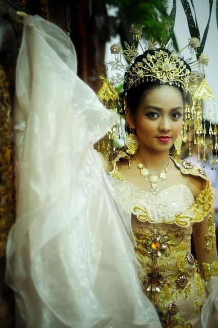Wedding Dress  Jakarta : Me with traditional indonesian wedding dress flower exhi