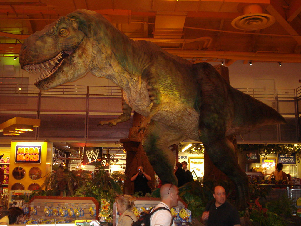 T rex from jurassic park at toys r us times square new y for Cuisinette toys r us
