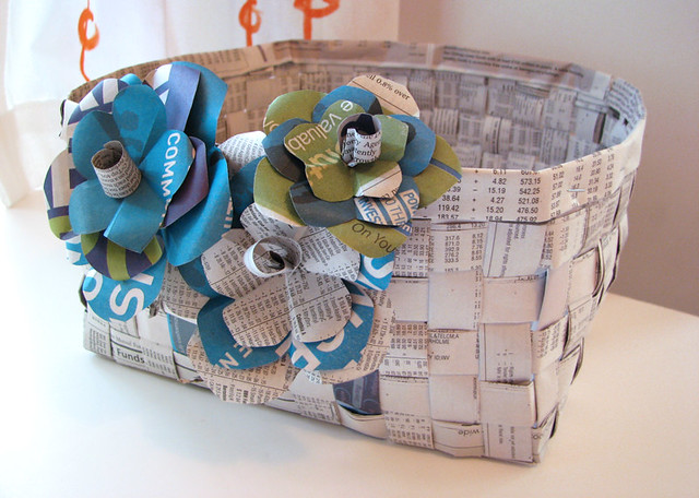 Basket Weaving Using Newspaper : Woven newspaper basket with paper flowers how to for the