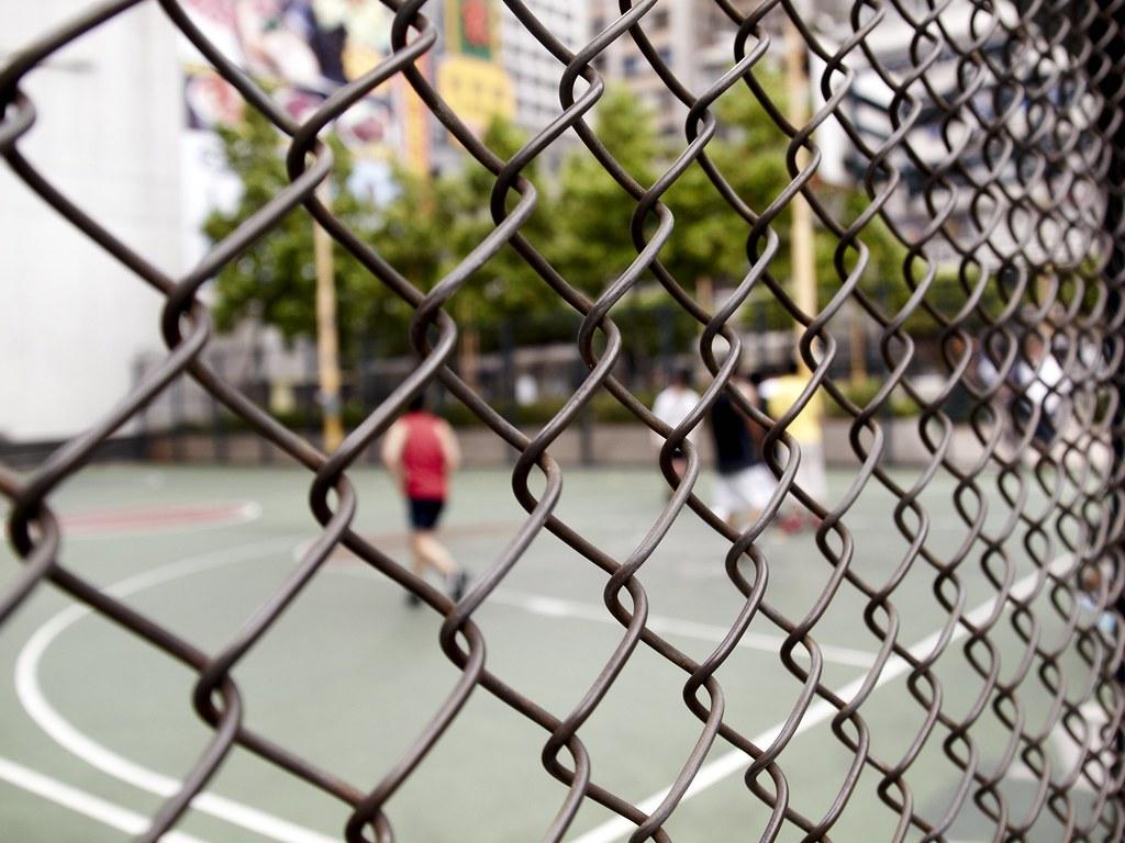Basketball Fence | A wire fence around a urban basketball ...